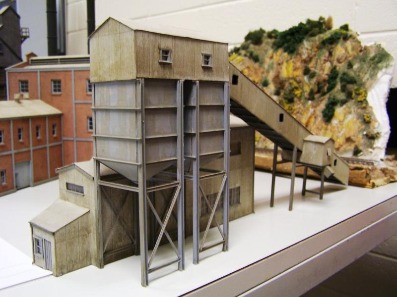 Conveyor and bin loader scratchbuilt by Kev Lockhead